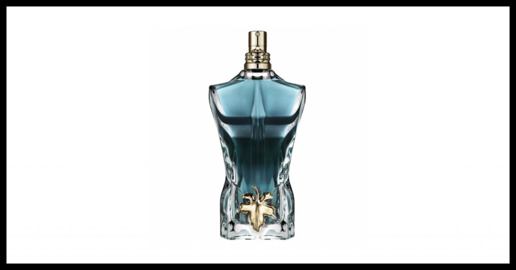 frasco de colonia masculina color azul con forma de torso de hombre con una hoja en la parte inferior