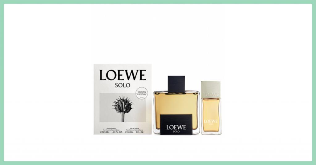 perfume grande y perfume pequeño Solo de la marca Loewe junto a una caja con el cartel oficial de la campaña que tiene una planta fotografiada en blanco y negro y el nombre de la marca arriba